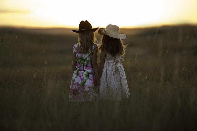 sisters-931151_640