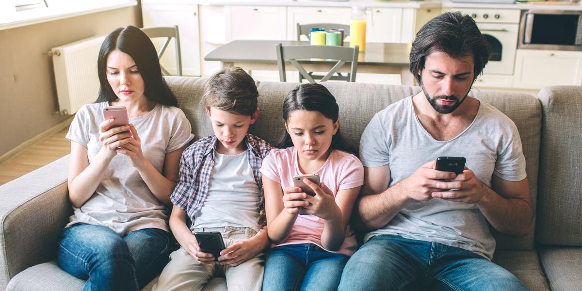 IPHONES,FAMILY