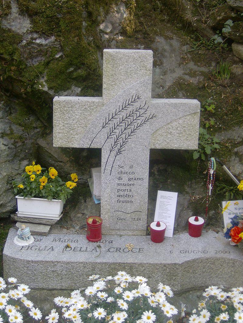 tomb, nun, killed,