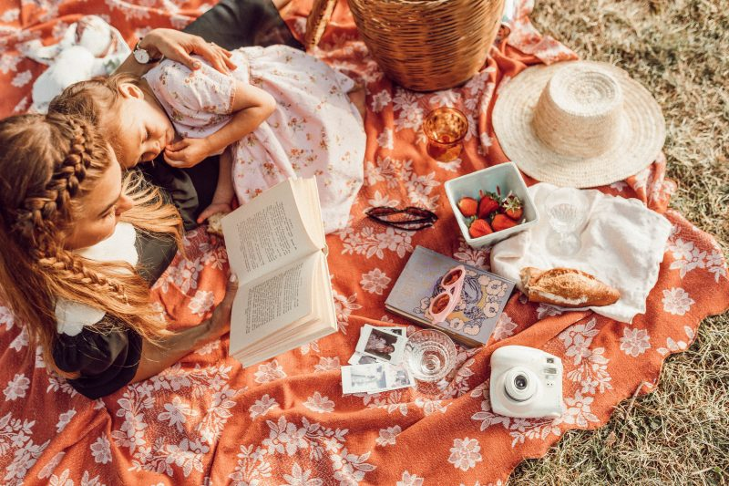 PIC NIC, GIRL, READING